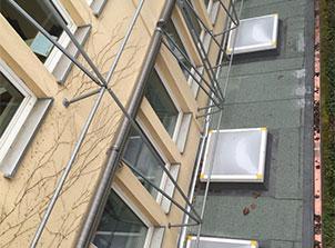 Helle Räume mit Lichtkuppeln im Flachdach
